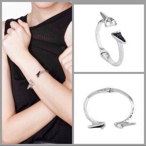 UNO de 50 Jewelry - UNO de 50 J.J Sculptured Angular Hinge Bracelet